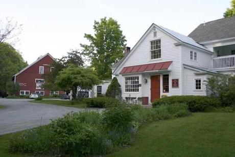 The Quechee Inn is in walking distance to Quechee Village and Simon Pearce. Book in advance for popular tourist weekends, especially during the autumn foliage season.